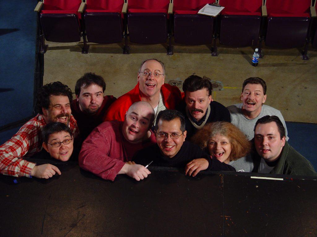 Un groupe d'improvisateurs posent pour une photo.